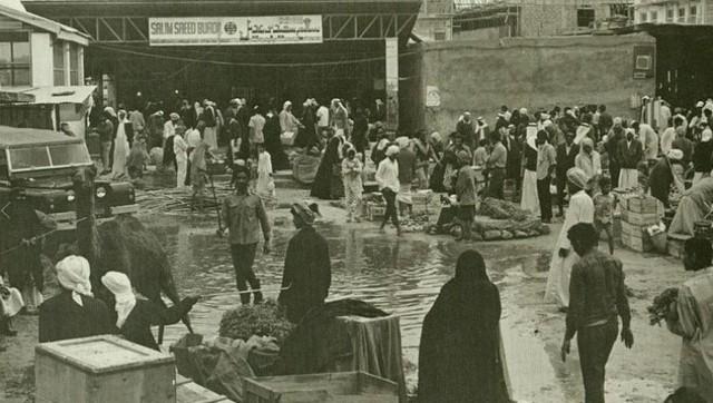 Trung tâm thành phố Dubai những năm 1950 - 1960. Kể từ khi thành lập năm 1833, thành phố Dubai chỉ có vỏn vẹn 800 người, chủ yếu là ngư dân.