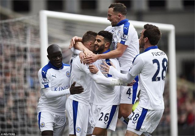 Leicester City có chặng về đích vô cùng cam go, nhưng cửa vô địch của CLB này vẫn rất sáng sủa.