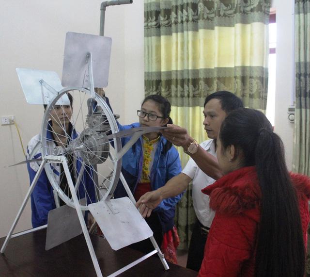 Máy chuyền nước sử dụng thủy năng của Nguyễn Thị Thanh Huyền.