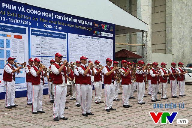 Những thành viên đội nhạc đến từ VTVcab khuấy động không khí