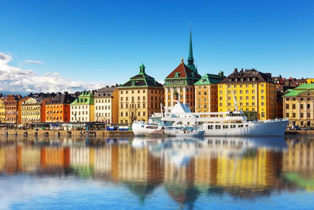 Thụy Điển là quốc gia có số đông người dân luôn cảm thấy hài lòng với cuộc sống. Bí quyết hạnh phúc cho cuộc sống của người Thụy Điển là văn hóa uống cafe mang tên Fika. Những buổi cafe chỉ kéo dài 15 phút nhưng diễn ra 2 giờ một lần. Với thói quen này, không có gì ngạc nhiên khi Thụy Điển là một trong những quốc gia tiêu thụ cafe lớn nhất thế giới.