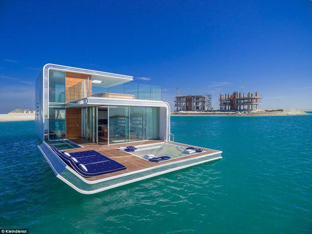 Cách 2,5 dặm ngoài khơi bờ biển Dubai, một hòn đảo nhân tạo mang tên Trái tim của châu Âu đang được xây dựng. Điểm nhấn của hòn đảo nhân tạo này là dự án Seahorse với 131 căn biệt thự nổi có phòng ngủ được bố trí dưới mặt biển.