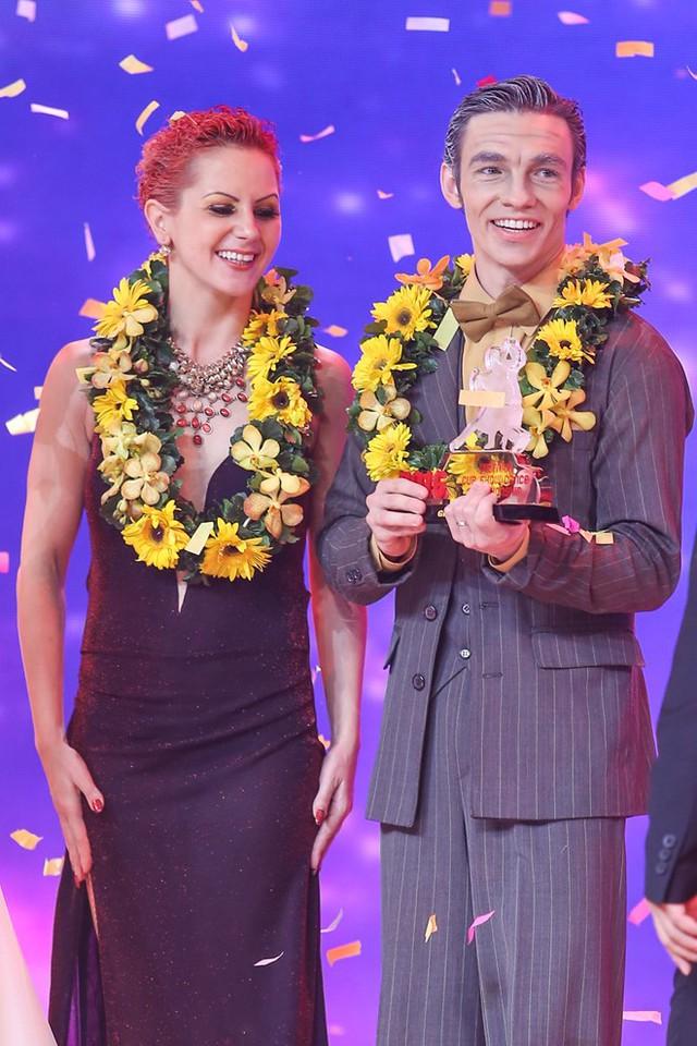 Chiến thắng thuyết phục trong Gala Vietnam Cup ShowDance Championship thuộc về cặp đôi quốc tế Romani.