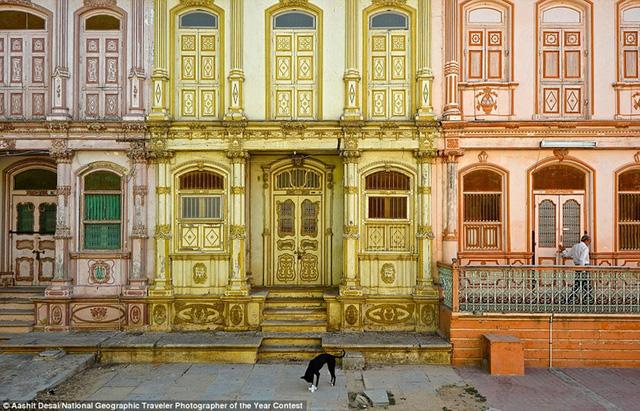 Khu dân cư Dawoodi Bohra được hình thành từ cuối thế kỷ 19, đầu thế kỷ 20 ở Sidhpur, Ấn Độ, có một nhân vật kiến trúc mạnh mẽ của châu Âu.