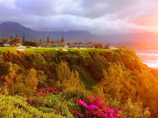 Sân golf Princeville Makai Golf Course ở Princeville, Hawaii, được thiết kế bởi Robert Trent Jones, Jr. và có tầm nhìn ra cảnh quan tuyệt đẹp trên Vịnh Hanalei.