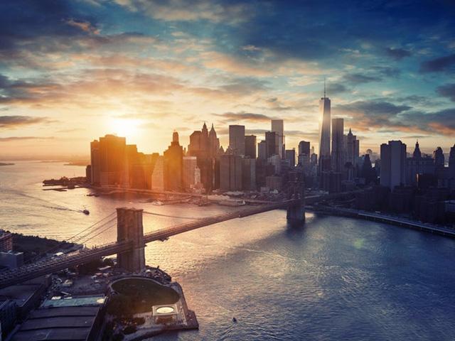 Thành phố New York, Mỹ được bao quanh bởi sông Hudson và Đại Tây Dương. Đây cũng là có một trong những viện bảo tàng được ghé thăm nhiều nhất trên thế giới - Bảo tàng nghệ thuật Metropolitan, và công viên trung tâm đông khách nhất tại Mỹ.