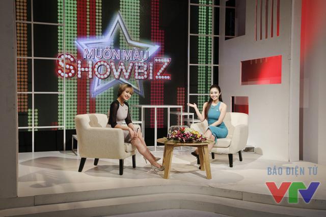 Hai nữ MC cũng chính là người dẫn dắt các khách mời đi qua những căn phòng vô cùng thú vị của chương trình mới toanh trên sóng VTV3 mang tên Muôn màu Showbiz
