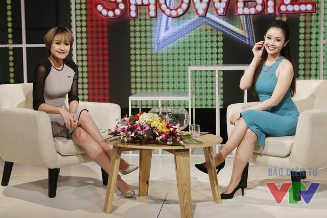 Chia sẻ ngay trong hậu trường chương trình, MC Phí Linh cho biết lý do cô và Thùy Linh giống nhau đến vậy là do... cùng trang điểm ở một chỗ. Tuy nhiên giờ đây, cả hai đều đã chọn cho mình phong cách khác nhau, vì vậy sự tương đồng không còn rõ rệt như xưa.
