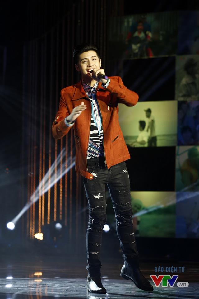 Bên cạnh vai trò ca sĩ, Noo Phước Thịnh đang được khán giả đặc biệt yêu mến sau khi nhận lời ngồi ghế nóng chương trình The Voice Kids 2016.