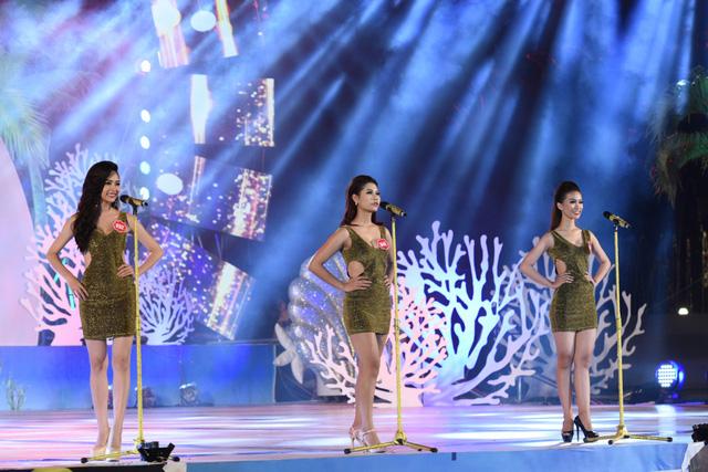 Các thí sinh trình diễn trên sân khấu được dàn dựng công phu, đẹp mắt
