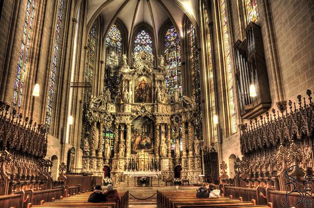 Nhà thờ ở nước Đức cũng là một trong số những điều vô cùng hấp dẫn du khách.