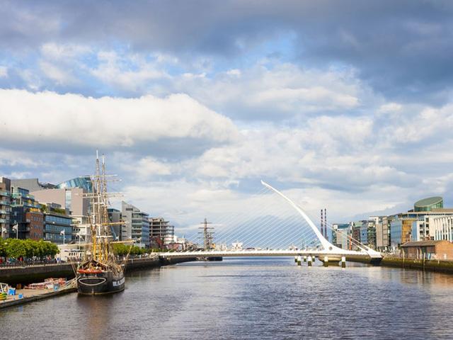 Dublin, Ireland là nơi có không gian xanh ở từng cây số nhiều hơn bất kỳ thành phố nào khác ở châu Âu. Một trong những không gian xanh nổi tiếng nhất ở Dublin là công viên Phoenix.