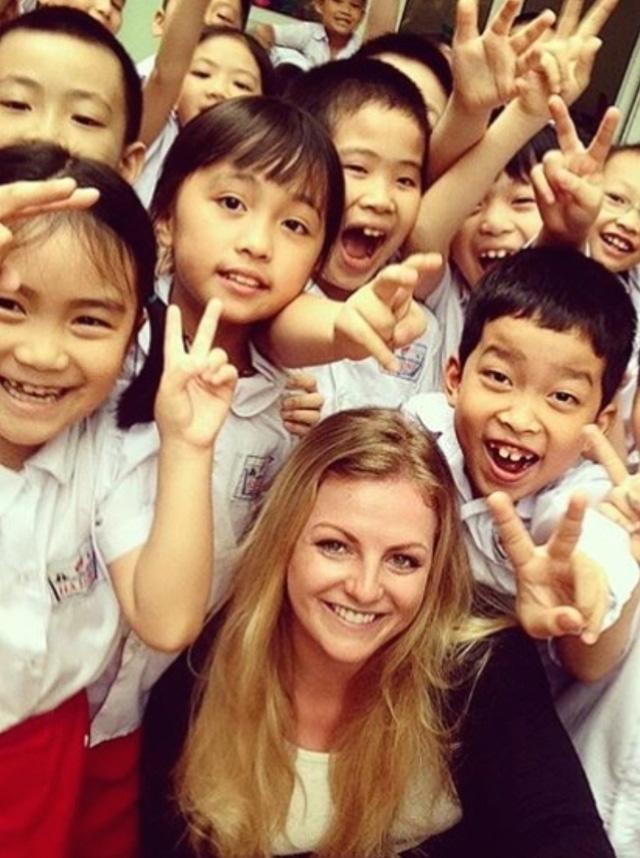 Stephanie Inglis đang là giáo viên tiếng Anh ở Việt Nam (Ảnh: GoFundMe)