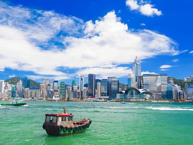 Hong Kong thường được coi là một trong những trung tâm ẩm thực hàng đầu thế giới và tập trung rất nhiều tòa nhà chọc trời.