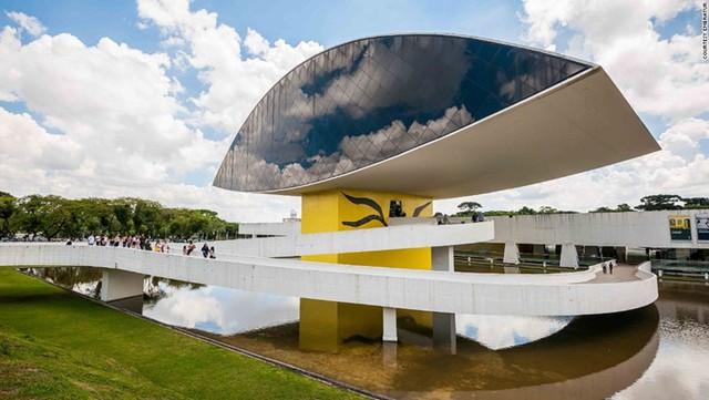 Bảo tàng Oscar Niemeyer nằm tại TP Curitiba, bang Paraná ở Brazil là một trong những bảo tàng độc đáo nhất thế giới.