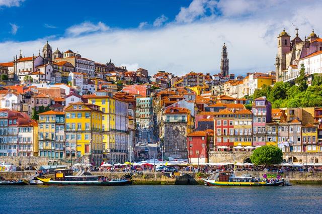 Porto, Bồ Đào Nha: Không khí sôi động và vui vẻ của thủ đô cũ của Bồ Đào Nha sẽ giúp bạn tiêu tốn khá nhiều năng lượng. Nếu bạn thích sự hối hả và nhộn nhịp của thành phố lớn, nơi này thực sự dành cho bạn.