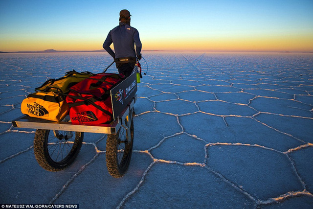 Bởi nếu gặp phải thời tiết xấu, giữa sa mạc mênh mông, rộng lớn gần như không hề có một nơi nào để trú ẩn.