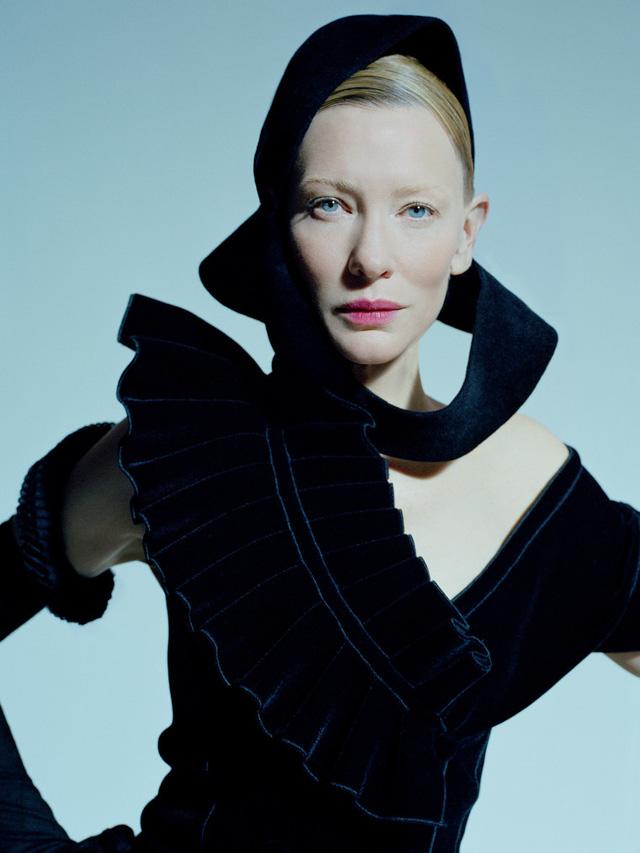 Bộ ảnh chụp Cate Blanchett đã được đăng tải trên tạp chí thời trang W và gây ấn tượng mạnh với nhiều người