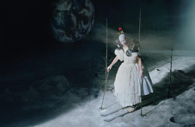 Trong ảnh, Cate Blanchett còn khiến người xem gợi nhớ đến một số vai diễn của cô trong các phim: Blue Jasmine, Carol, The Hobbit, Cinderella...