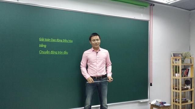 Thầy Nguyễn Thành Nam là giảng viên Vật lý nổi tiếng, hiện đang tham gia chương trình Chinh phục kỳ thi trên kênh VTV7, thầy đã nhiều lần chia sẻ kiến thức và bí quyết ôn thi cho các bạn học sinh