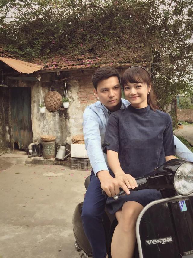 Cặp đôi diễn viên Thiện Tùng và Kiều Anh chụp ảnh rất tình cảm với nhau.