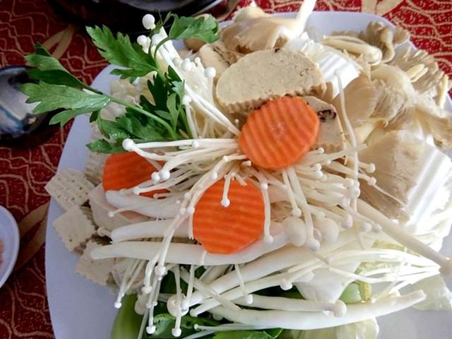 Rau, nấm tươi ăn chay tăng giá nhẹ trong lễ Vu lan