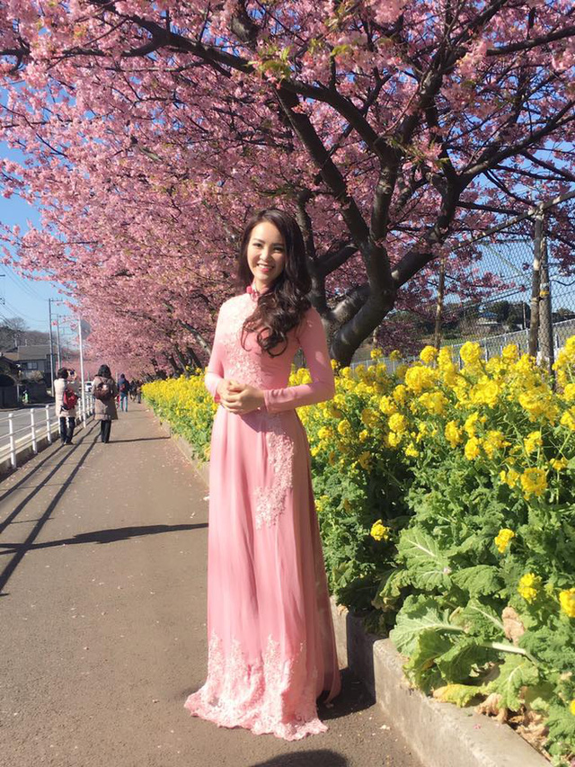 Thụy Vân duyên dáng trong tà áo dài tại Nhật Bản