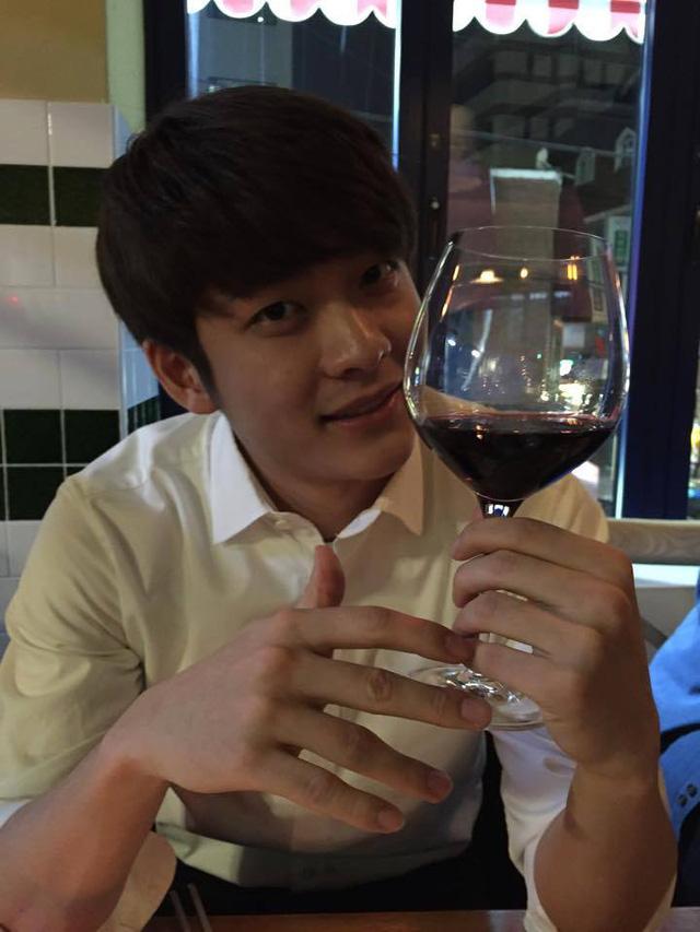 Bức ảnh mới nhất của Kang Tae Oh kèm theo lời nhắn I will come to Vietnam...soon.