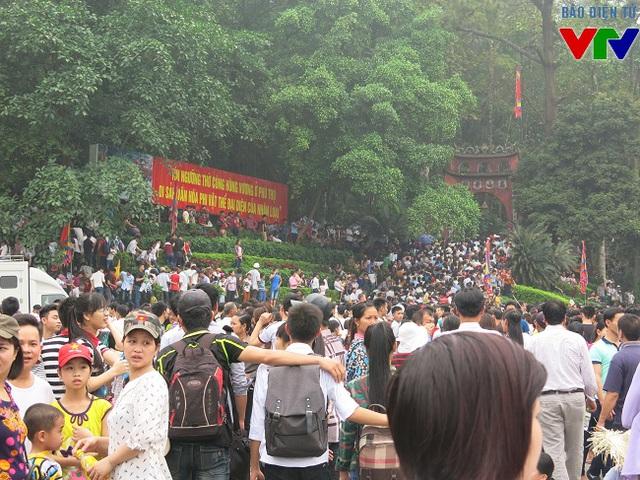 Lễ hội Đền Hùng ước tính khoàng 7-8 triệu lượt du khách.