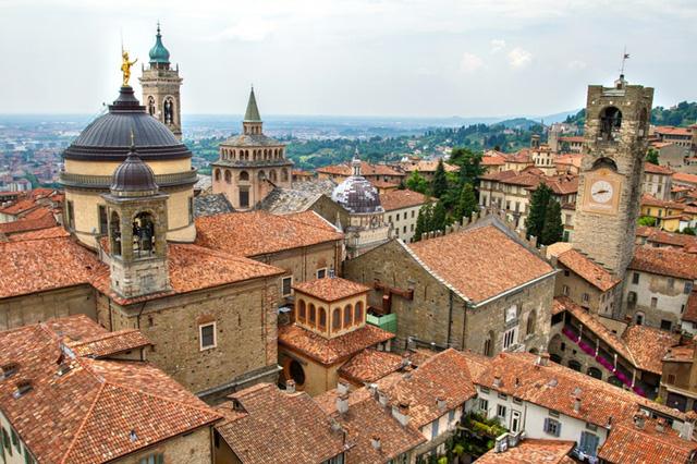 Bergamo, Italy: thành phố cổ kính này ngoài cảnh sắc đẹp như mơ còn có tới 250 loại pizza để bạn tha hồ chọn lựa.