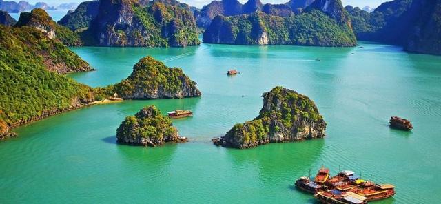 Việt Nam là đất nước có cảnh quan thiên nhiên tuyệt vời. Mọi người có thể tìm phòng khách sạn giá rẻ với 10 USD/đêm. Giao thông, đồ uống và thực phẩm ở đây đều rất rẻ, tương tự như khi du lịch ở Campuchia và Lào.
