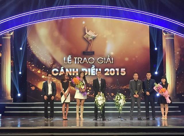 MC Đan Lê cũng gửi lời chúc mừng tới chồng - đạo diễn Khải Anh cùng với các diễn viên và ê-kíp sản xuất phim Tuổi thanh xuân.