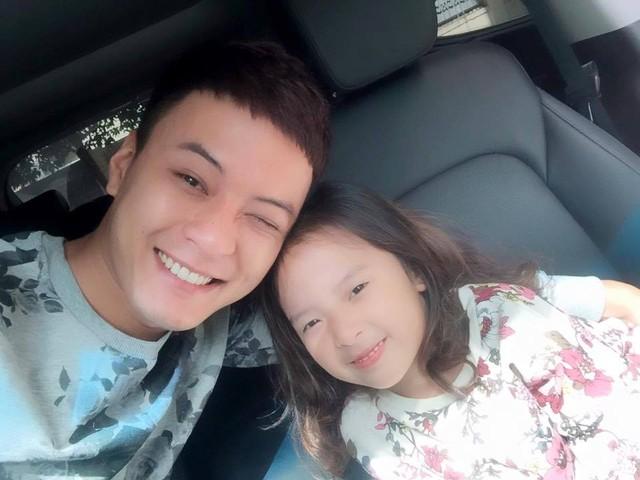 Hồng Đăng rất yêu con gái bởi sự hoạt bát, thân thiện. Anh cũng chia sẻ Nhím là một em bé dễ gần và luôn vui vẻ.