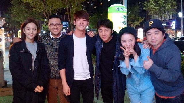 Diễn viên Roh Haeng Ha, đạo diễn Khải Anh, Kang Tae Oh, Lee Kyu Bok và Shin Hae Sun (từ trái qua). Ảnh: VFC