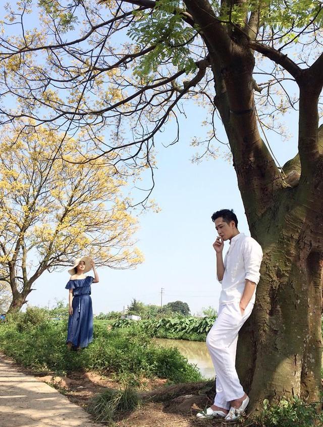 Cặp vợ chồng Danh - Phương trong Hôn nhân trong ngõ hẹp (Mạnh Hưng và Khuất Quỳnh Hoa) chụp ảnh cùng nhau.