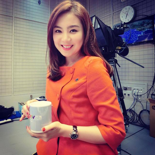 BTV Mai Ngọc là MC dẫn bản tin thời tiết được nhiều khán giả yêu thích. Đây là hình ảnh của Mai Ngọc khi mới bắt đầu công tác tại Đài THVN.