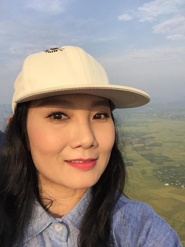 Diễn viên Mỹ Uyên đi khinh khí cầu, thưởng ngoạn vẻ đẹp từ trên cao ở thành phố Huế.
