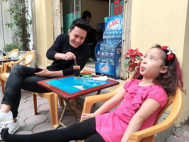 Sau phim truyền hình Tuổi thanh xuân, Hồng Đăng tiếp tục nhận được sự chú ý khi anh cùng con gái Bảo Hân - bé Nhím tham gia Bố ơi! Mình đi đâu thế? mùa 3.