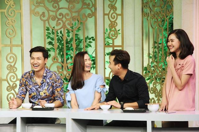 Ba diễn viên Mạnh Trường, Lã Thanh Huyền Anh Tuấn và cô nàng Tương ớt (từ trái sang)