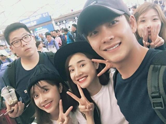 Nhã Phương và Kang Tae Oh đã hoàn thành các cảnh quay ở Hàn Quốc và quay trở lại Việt Nam. Trong khi Nhã Phương trở về TP HCM thì Kang Tae Oh đã bay ra Hà Nội.