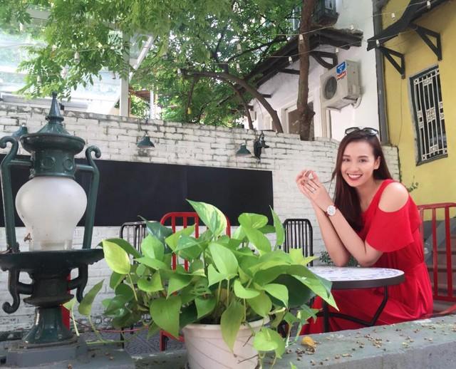 Lã Thanh Huyền khoe vẻ ngoài xinh đẹp, trẻ trung.