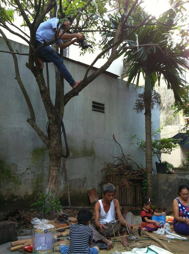 Kỹ năng trèo cây của các quay phim cũng không thua kém Tarzan