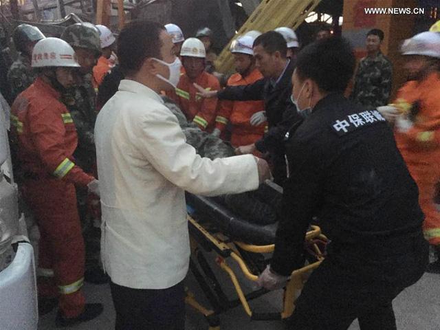 Công tác cứu hộ tại công trình xây dựng bị sập. (Ảnh: news.xinhuanet.com)