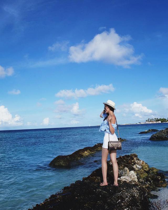 Cô khoe sắc giữa khung cảnh thiên nhiên tuyệt đẹp của Maldives