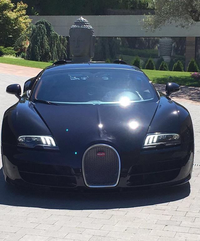 Bức ảnh khoe siêu xe Bugatti Veyron của Ronaldo trên Instagram nhận được hơn 2 triệu lượt thích
