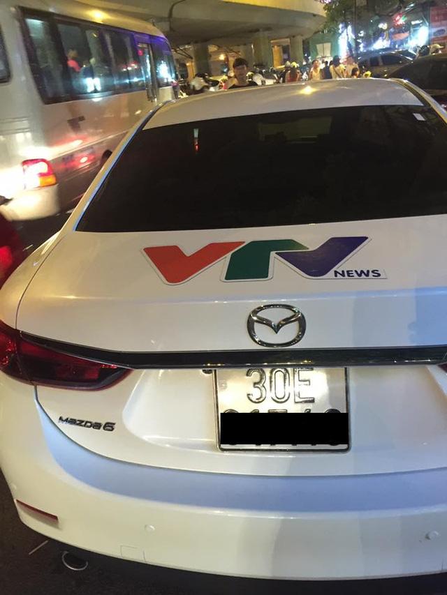 Chiếc xe hiệu Mazda bị phát hiện đóng logo giả mạo VTV News