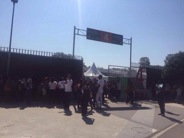 Dòng người đang xếp hàng chờ vào sân dự lễ khai mạc Olympic Rio 2016.