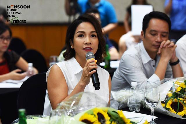 Ca sĩ Mỹ Linh phát biểu trong cuộc họp báo.