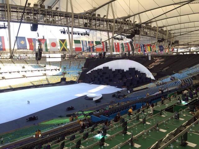 Lễ khai mạc Olympic Rio 2016 sẽ được tổ chức tại SVĐ Maracana huyền thoại (tên gọi chính thức là Estádio Jornalista Mário Filho). Đây cũng là nơi diễn ra Lế bế mạc Olympic 2016 cũng như các trận đấu quyết định ở nội dung bóng đá nam và bóng đá nữ (2 trận chung kết và 2 trận bán kết).