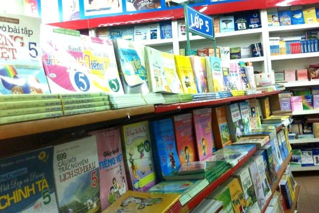 Nhà sách tăng cường nhập và cung cấp đủ các bộ sách giáo khoa từ lớp 1 đến lớp 12 trong thời điểm các em học sinh bắt đầu năm học